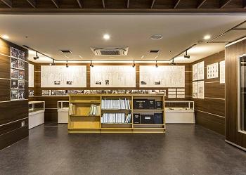 昭和郷高齢者複合施設エントランスにある資料室
